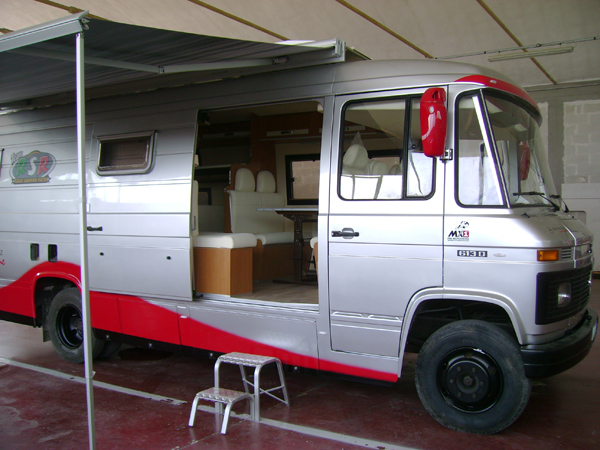 Mercedes 613d mm camper pesaro for Camion hospitality usati