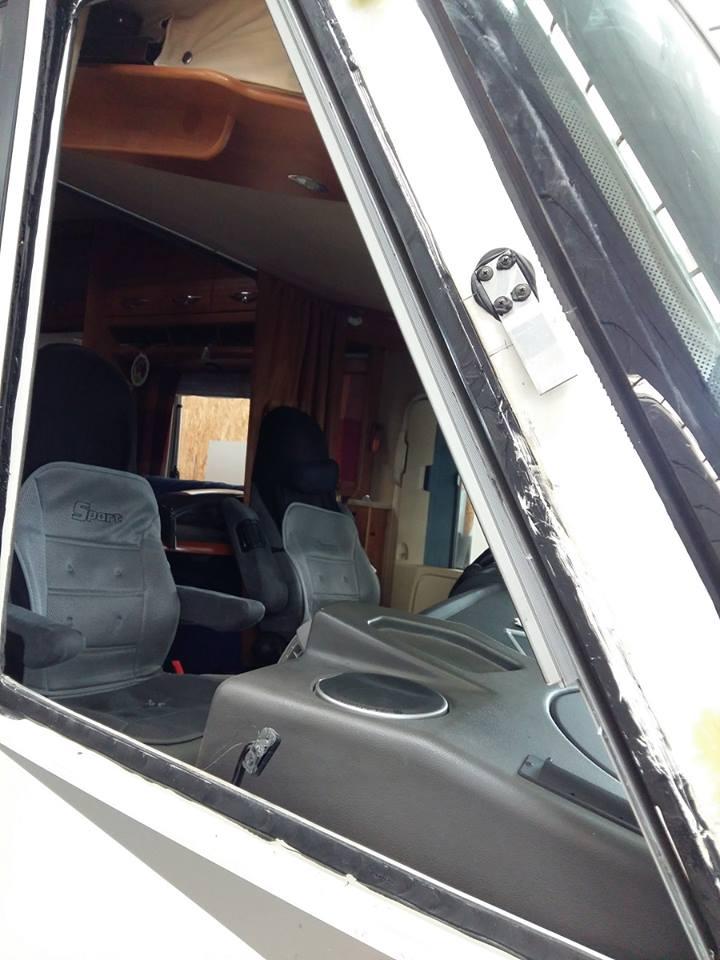 riparazione-vetro-camera-motorhome-chartago2