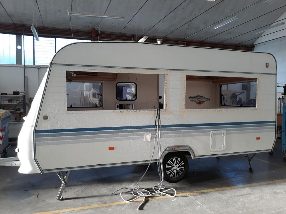 allestimento-ufficio-roulotte-personalizzato-federazione-canottaggio-mm-camper-pesaro-rimini3