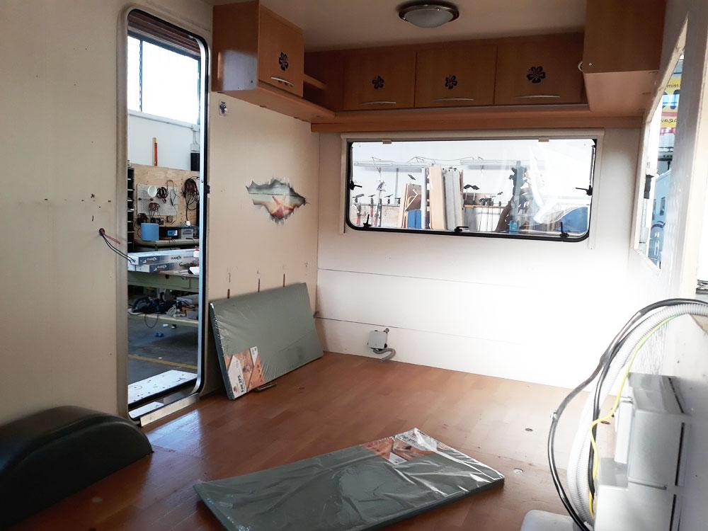 allestimento-ufficio-roulotte-personalizzato-federazione-canottaggio-mm-camper-pesaro-rimini4