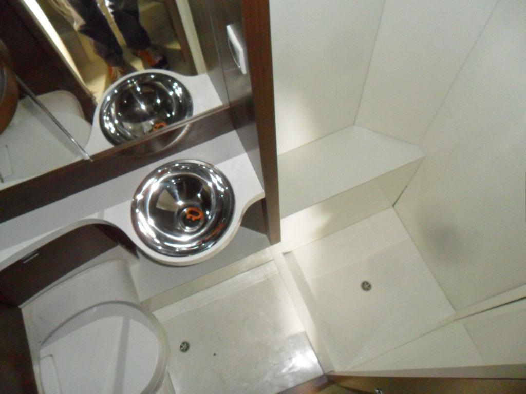 costruzione-box-doccia-nuovo-caravan-mm-camper-pesaro17