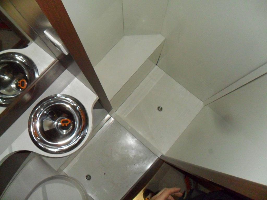 costruzione-box-doccia-nuovo-caravan-mm-camper-pesaro21