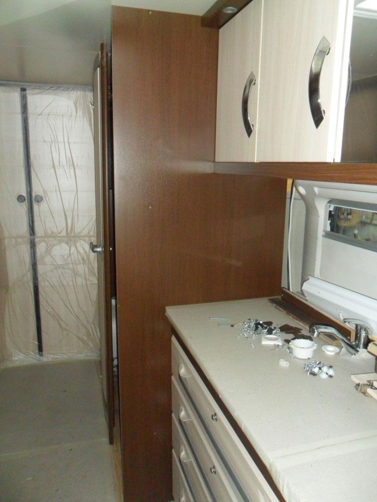 costruzione-box-doccia-nuovo-caravan-mm-camper-pesaro4