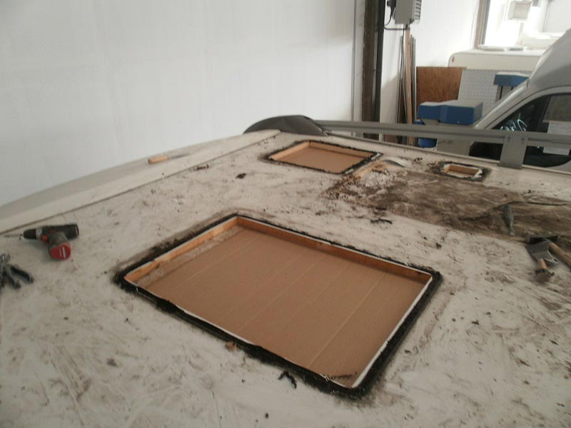 riparazione-tetto-camper-semintegrale-mmcamperpesaro10
