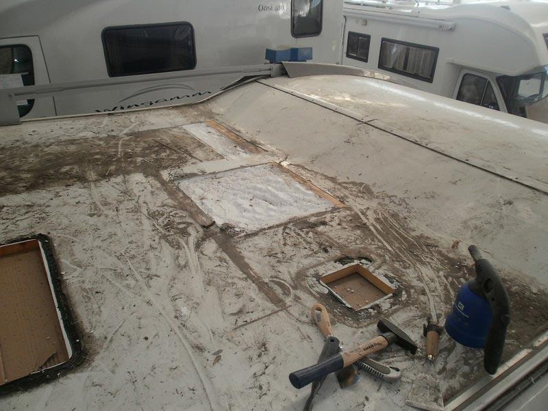 riparazione-tetto-camper-semintegrale-mmcamperpesaro12