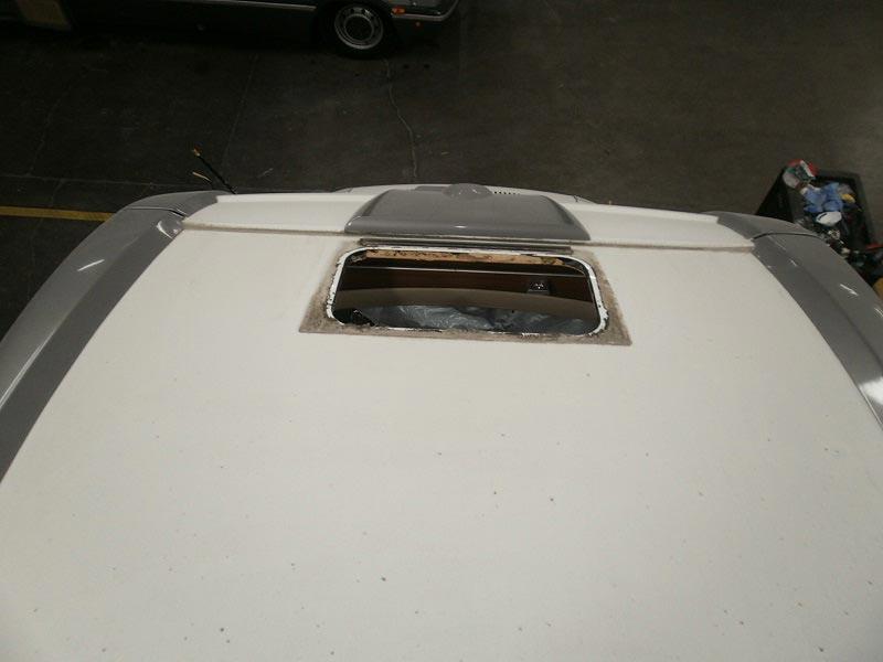 riparazione-tetto-camper-semintegrale-mmcamperpesaro2