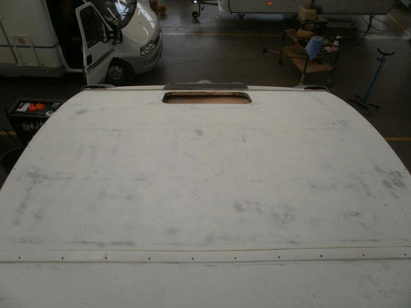 riparazione-tetto-camper-semintegrale-mmcamperpesaro21
