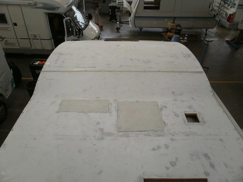 riparazione-tetto-camper-semintegrale-mmcamperpesaro23