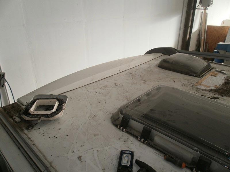 riparazione-tetto-camper-semintegrale-mmcamperpesaro6